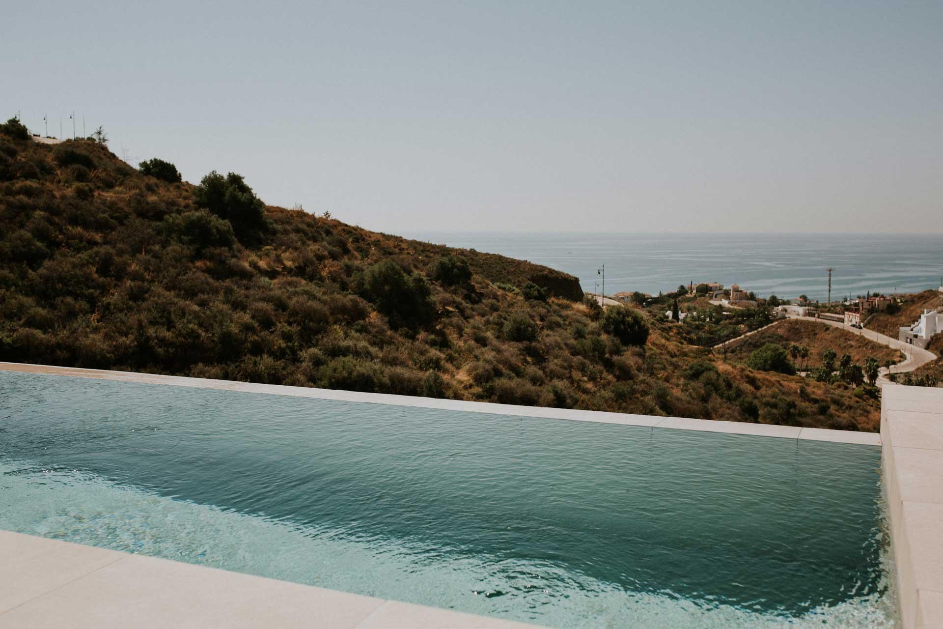 casa_siempreviva_piscina_servicios_torrox